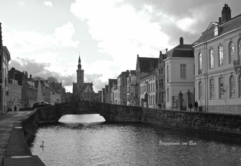 scorcio su uno dei tanti canali che s'intersecano a Bruges