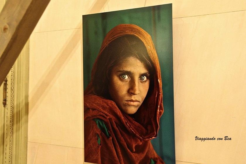 Scatto della ragazza afgana che ha reso famoso Steve McCurry