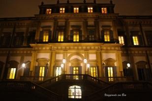 Notturno sulla facciata che da sui giardini