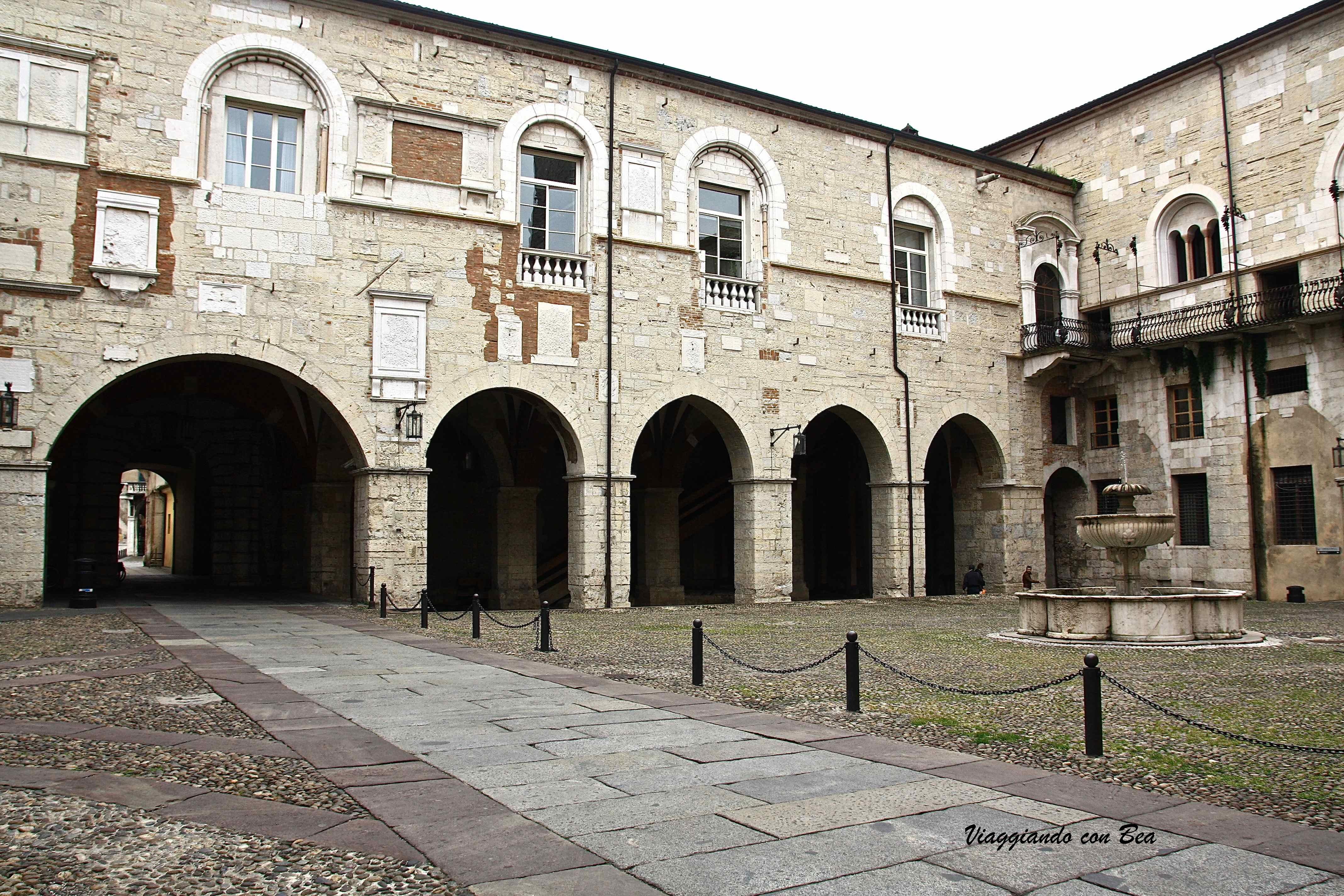 Brescia in giro tra piazze chiese e molto altro ancora for Cortile circolare