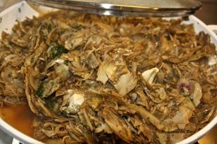 aggiungete i carciofi, l'aglio ed il prezzemolo