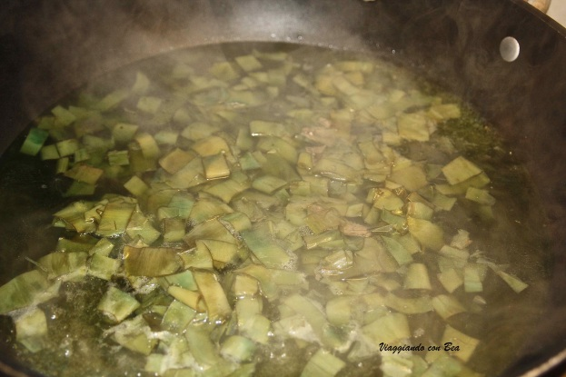 preparate un brodo a base di carciofi