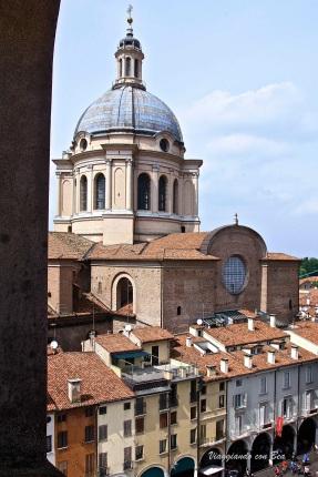 Scorcio sulla Basilica di Sant'Andrea dalla Torre dell'Orologio