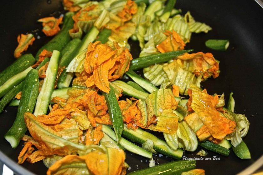 zucchinette pronte da saltare in padella con olio e sale