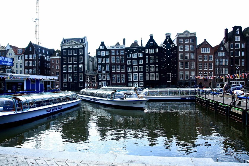 Scatto sul canale in Amsterdam Centraal Station
