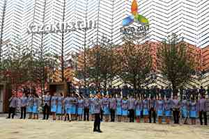 Kazakistan - lo staff tutti pronti per la foto