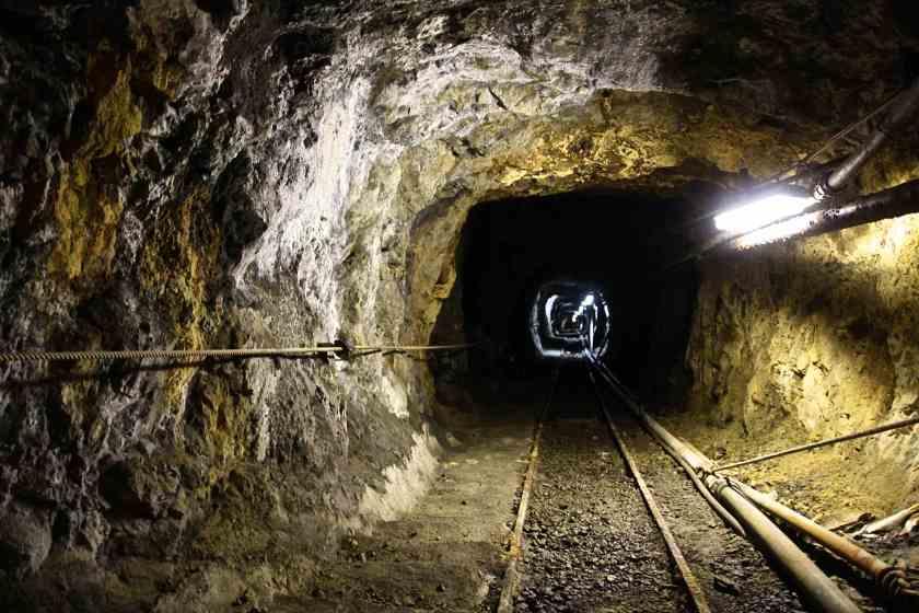 Nel 1960 si scava il cuore più profondo della miniera, la discenderia, per raggiungere fino a -54 metri sotto il livello