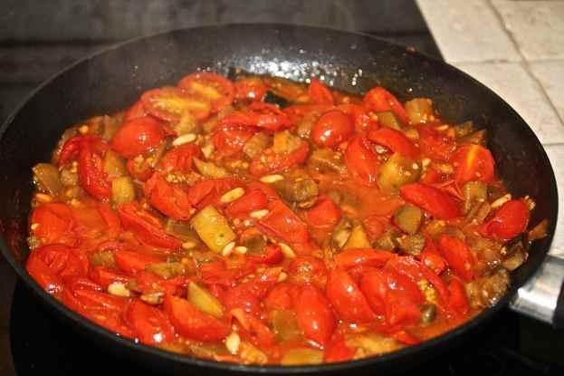 aggiungere i pomodorini e completare la cottura