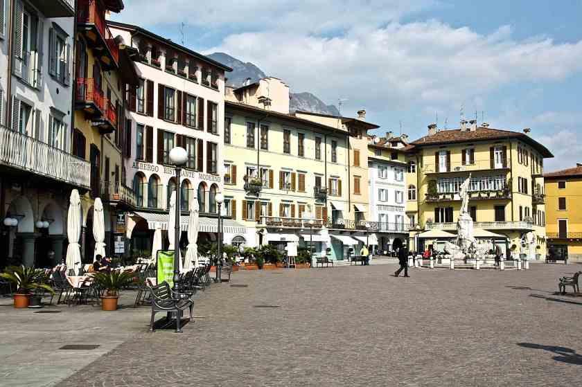 Piazza XIII Martiri