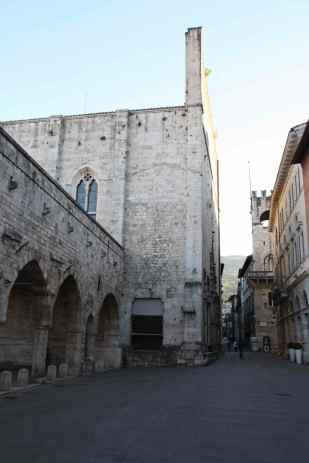 Chiesa di San Francesco preceduta dalla Loggia dei Mercanti
