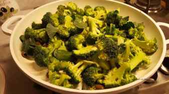 Aggiungere le cime di broccoli