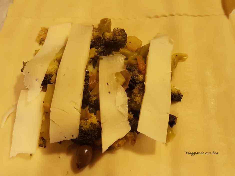 Farcire la pasta sfoglia con fettine di provola piccante